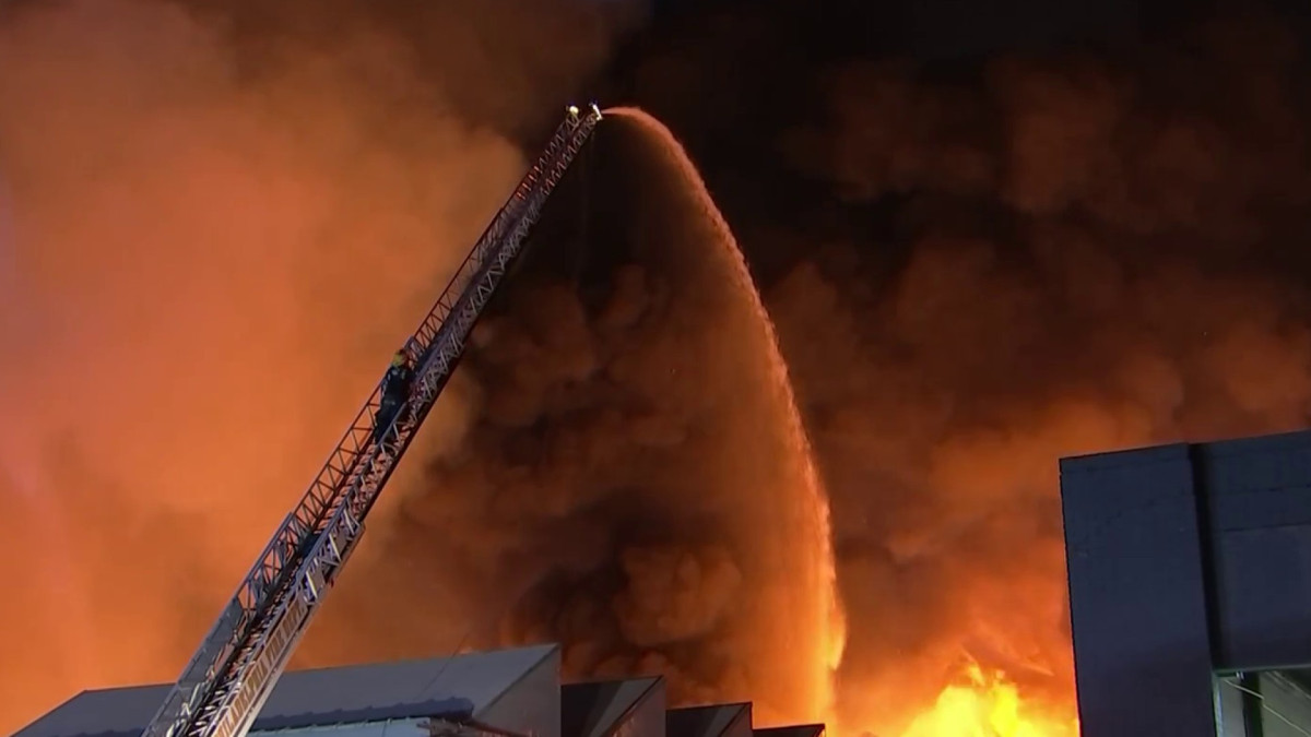 Firefighters Battle Massive Warehouse Fire in Nicetown-Tioga – NBC10 Philadelphia